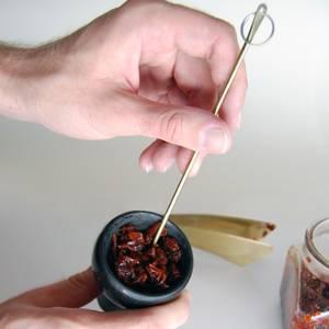подготовка табака. Закладка его в чашку и установка чашки на кальян